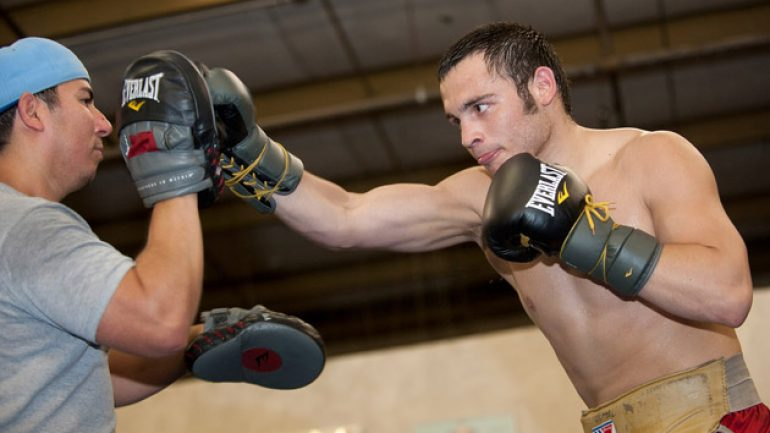 Roach stays with Chavez Jr., says Ariza's out