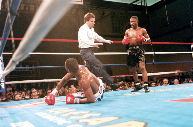 Pernell Whitaker (R) vs. Diosbelys Hurtado. (Photo: THE RING)