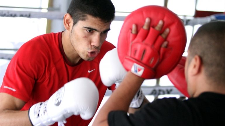 Can Gilberto Ramirez replace Julio Cesar Chavez Jr. among Mexican fans?
