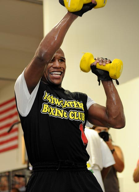 gallery_307618_mayweather_workout_in_las_vegas_part_i_1_20110907_1003072916