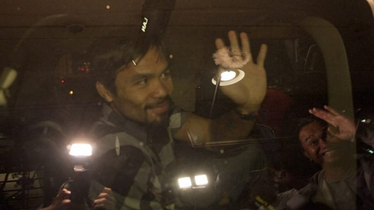 Pacquiao arrives in L.A. (Oct. 9)