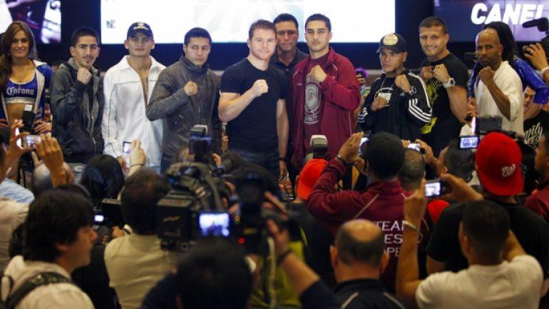 Alvarez, Lopez arrive in Las Vegas