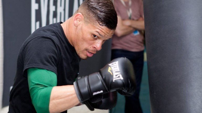 Orlando Cruz to fight in Telemundo main event