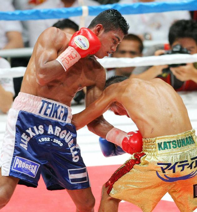 Boxing champion Roman Gonzalez (L) of Ni