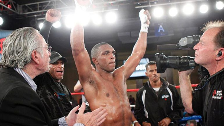 Tureano Johnson to face Alex Theran on Roc Nation card
