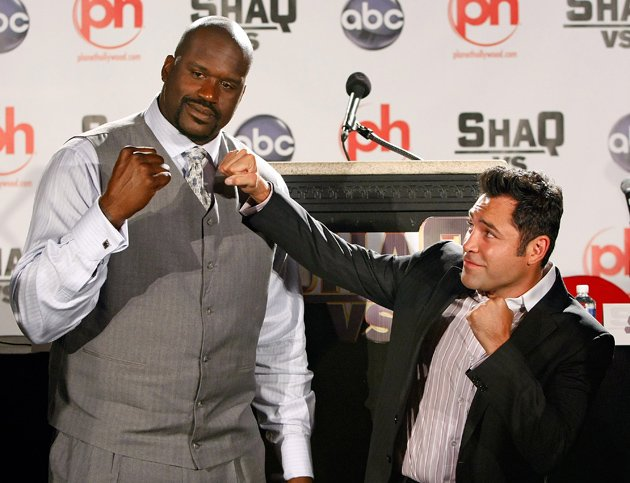 Oscar De La Hoya, seen here posing with NBA legend Shaquille O' Neal for a segment of O'Neal's 2009 ABC television series 'Shaq Vs.', says he's interested in purchasing the Los Angeles Clippers. Photo by Ethan Miller/Getty Images
