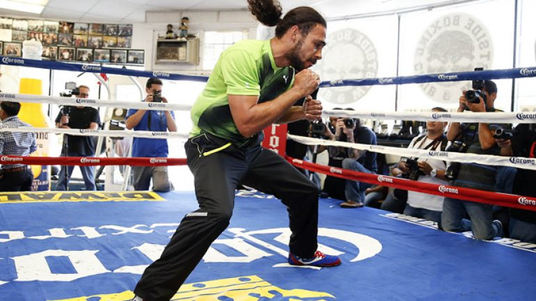 Keith Thurman's boxer-puncher evolution continues with Julio Diaz