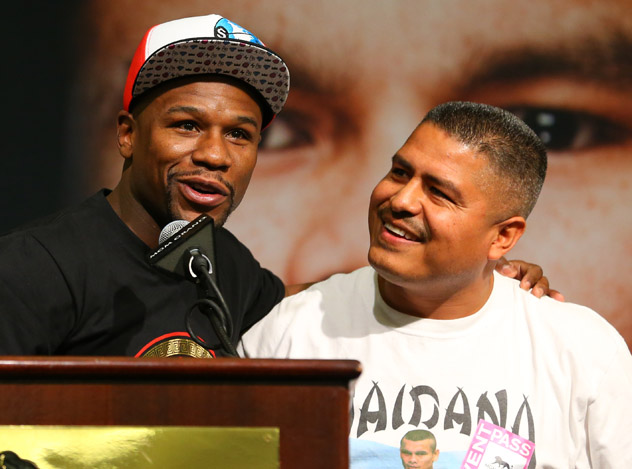 Trainer: Marcos Maidana vs. Floyd Mayweather Jr. 'bigger' than Manny Pacquiao