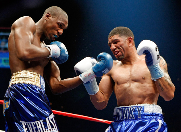 Paul Williams (left) and Winky Wright trade blows in the fourth round of their middleweight bout at the Mandalay Bay Events Center on April 11, 2009 in Las Vegas, Nev. Williams won by unanimous decision. Photo by Ethan Miller/Getty Images