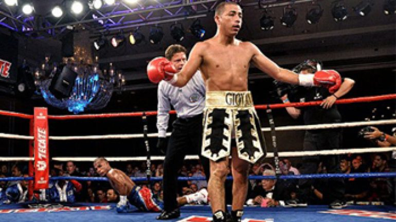 Giovani Segura entertains with 10th-round KO of Felipe Salguero