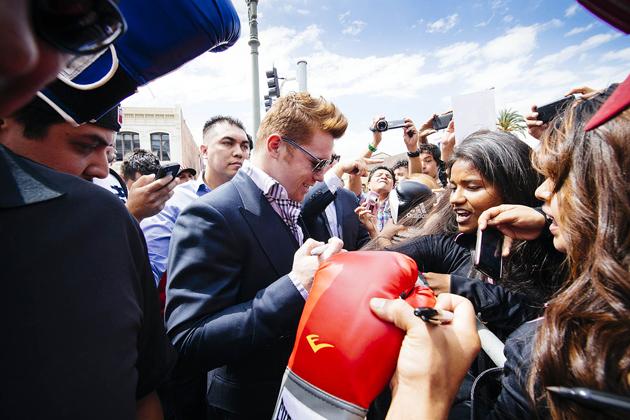 Resultado de imagen para Canelo alvarez con su fans