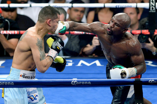 Floyd Mayweather Jr. lands a right en route to outpointing Marcos Maidana by majority decision on May 3, 2914, in Las Vegas. Photo by Ethan Miller