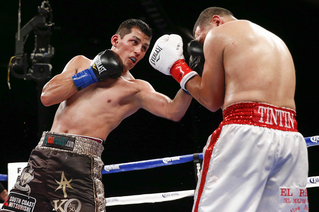 Hugo Centeno lands a left uppercut en route to outpointing Gerardo Ibarra over 10 rounds. Photo by Esther Lin-Showtime