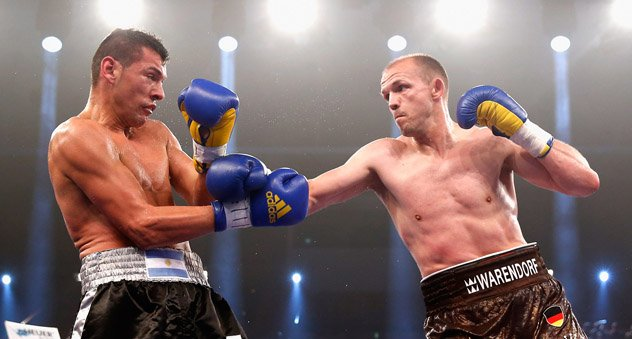 juergen Braehmer (R) vs. Roberto Bolonti on June 7, 2014. Photo by Boris Streubel/Bongarts-Getty Images.