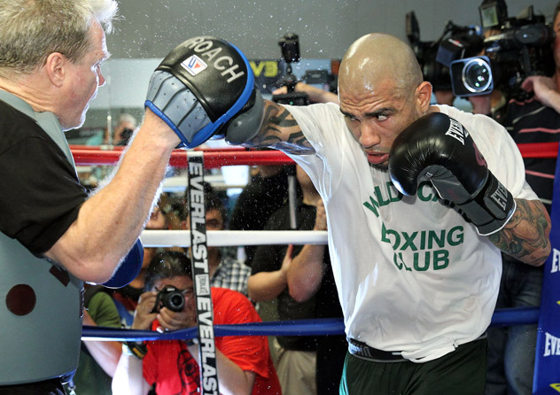 Miguel-Cotto-6-3-14-mitts-farina
