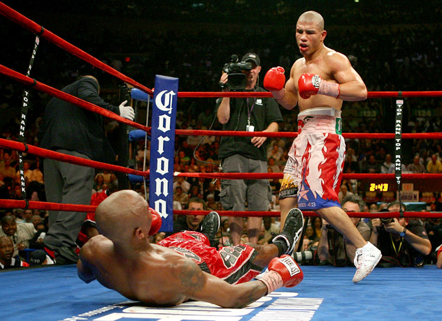 Miguel Cotto (standing) in his third appearance at Madison Square Garden, an 11th-round TKO over Zab Judah in 2007. Photo by Nick Laham/Getty Images.