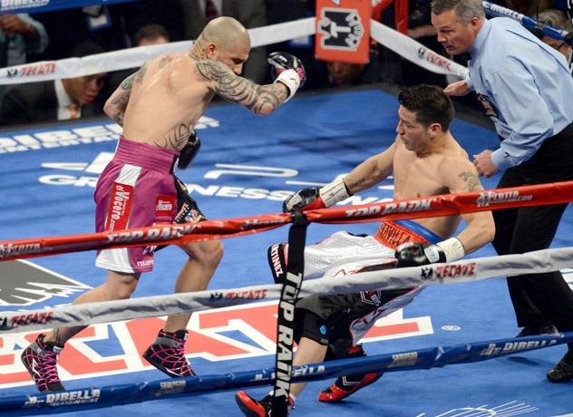 Miguel-Cotto-vs-Sergio-Martinez-knockdown-fukuda