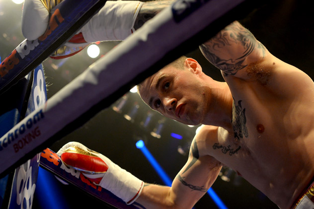 Ricky-Burns-on-ropes-mark-runnacles-getty