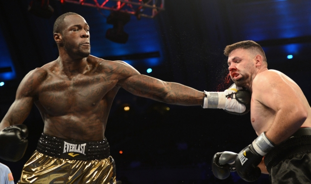 Deontay Wilder (L) finds Nikolai Firtha with a left hand in Atlantic City on Oct. 26, 2013. Photo by Naoki Fukuda.