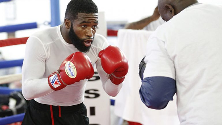 Photo gallery: Adrien Broner-Emmanuel Taylor workouts