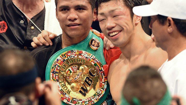 Roman Gonzalez stops Akira Yaegashi in nine, wins RING flyweight title