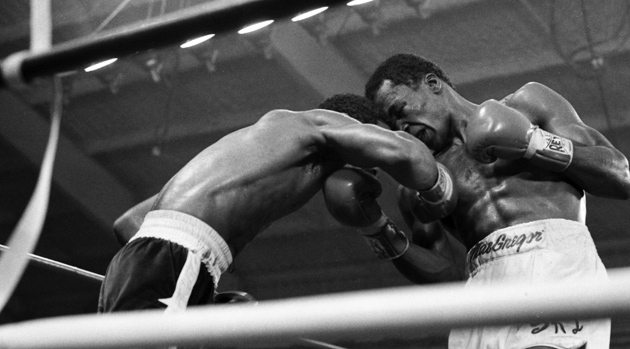 Wilfred Benitez (L), the unbeaten WBC welterweight champ, lays into undefeated challenger and media darling Sugar Ray Leonard during their nationally televised title bout on Nov. 30, 1979. Photo / THE RING