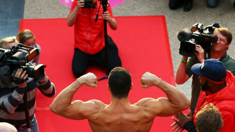 Photo gallery: Wladimir Klitschko-Kubrat Pulev weigh-in