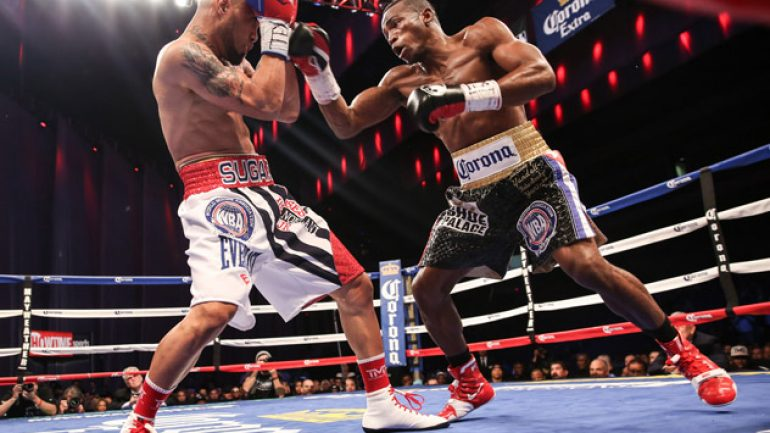 Erislandy Lara outpoints Ishe Smith, calls out Floyd Mayweather Jr.