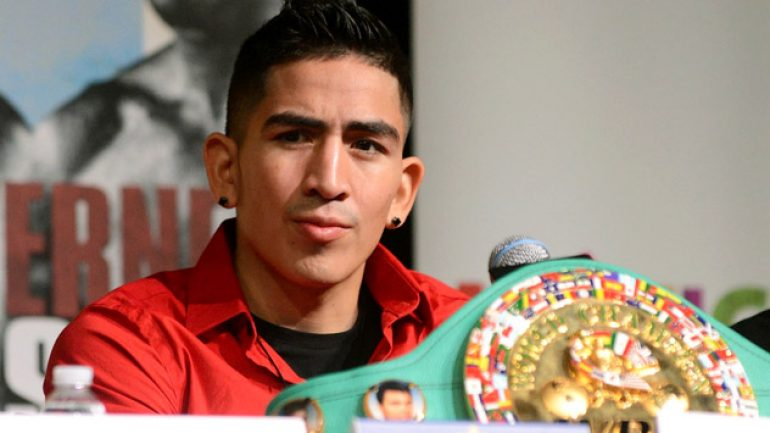 Leo Santa Cruz stops Jesus Ruiz in the eighth round