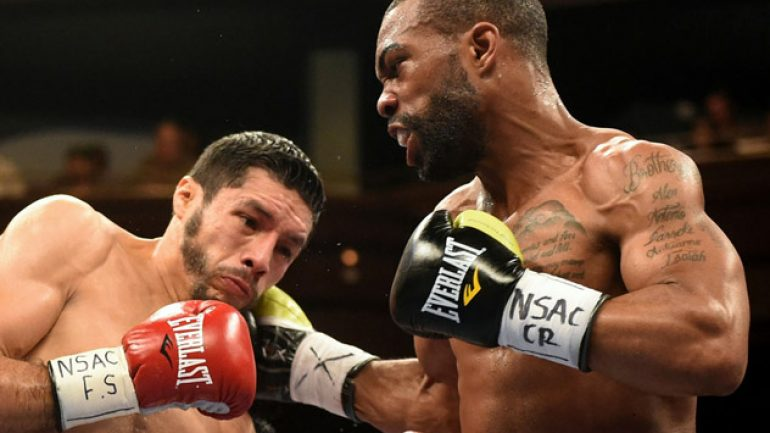 Gary Russell Jr. stops Jhonny Gonzalez in four, wins WBC featherweight title