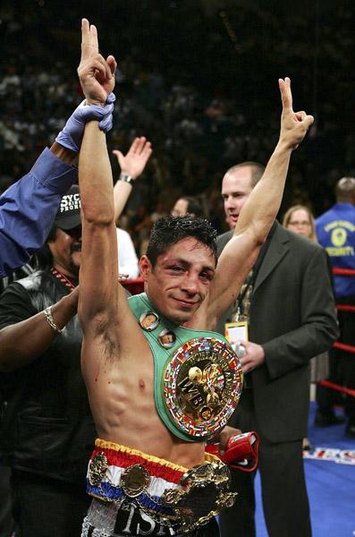 Israel Vazquez v Jhonny Gonzalez