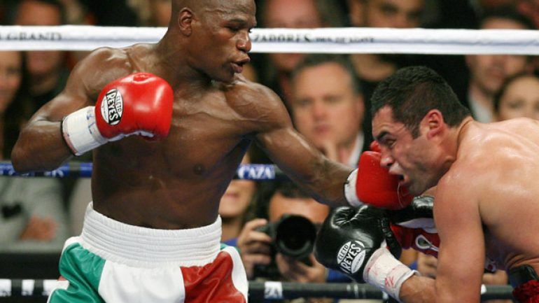 De La Hoya shuts door to Mayweather rematch
