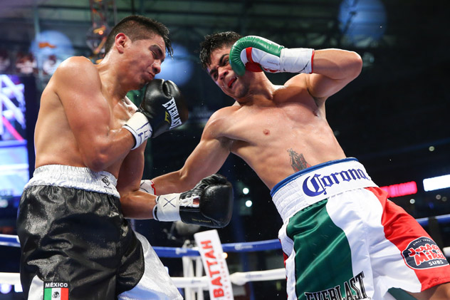 Joseph Diaz Jr. (R) lands a bodyshot on Giovani Delgado on May 9 in Houston. Photo by Ed Mulholland/Getty Images-Golden Boy Promotions