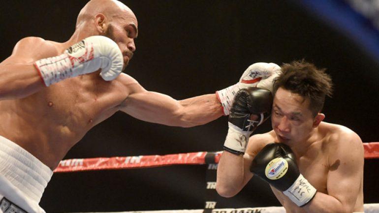 Raymundo Beltran stops Takahiro Ao in the second round