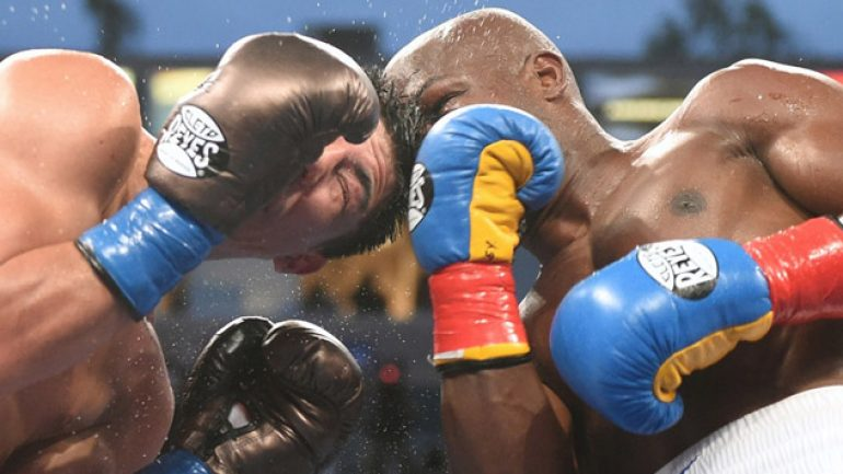 Photo gallery: Tim Bradley vs. Jessie Vargas