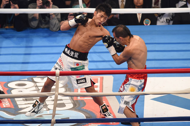 Naoya Inoue (L) digs to the body of then-WBO titleholder Omar Narvaez en route to a second-round knockout. Photo by Atsushi Tomura/Getty Images.