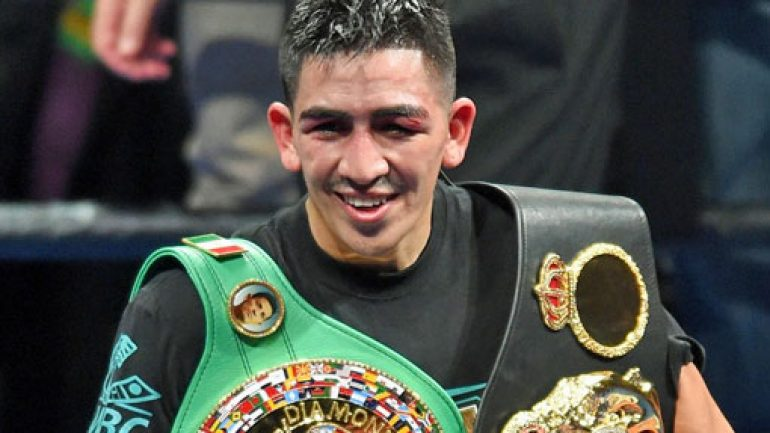 Leo Santa Cruz finally arrives: Weekend Review