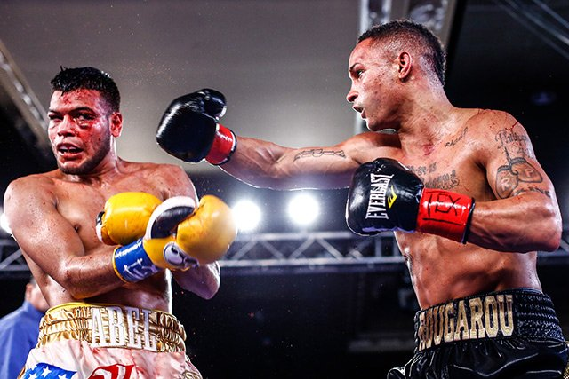 Regis Prograis (right) outworked Abel Ramos (left) to a bloody ninth-round stoppage. Photo by Stephanie Trapp / Showtime
