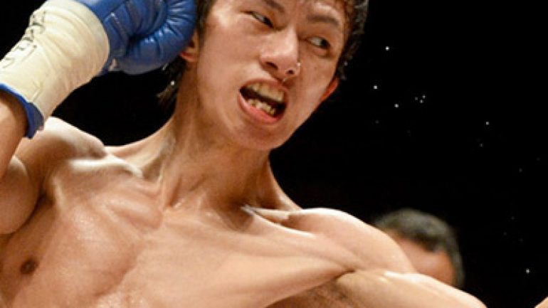 Taguchi decisions bloodied Melindo to win vacant RING junior flyweight title