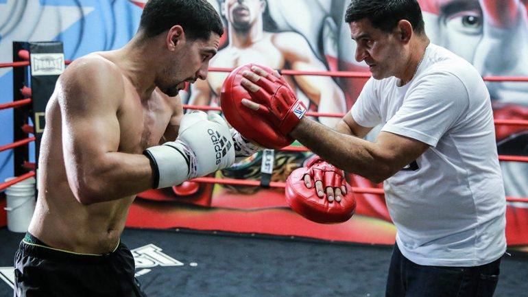 Angel Garcia goes ballistic, rushes Thurman at presser