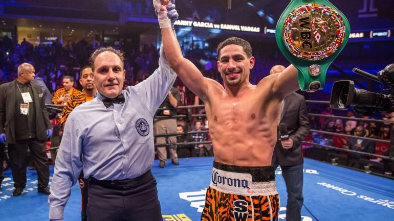 Danny Garcia stops Vargas, sets up Thurman showdown