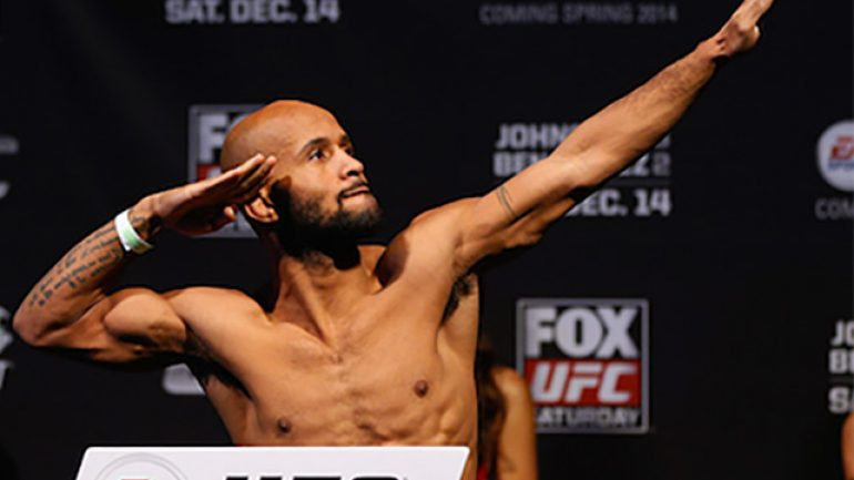 Demetrious Johnson survives scare, retains UFC flyweight title