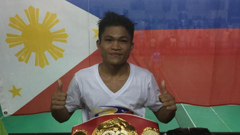 Ancajas tees off on Rodriguez, retains junior bantamweight title