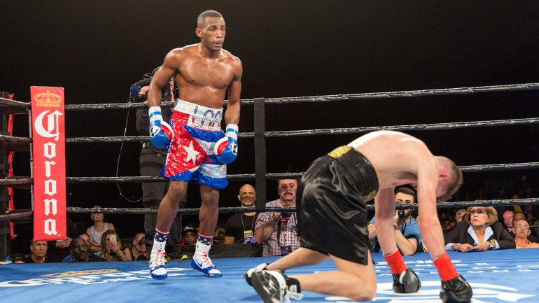 Erislandy Lara stops Yuri Foreman in four rounds