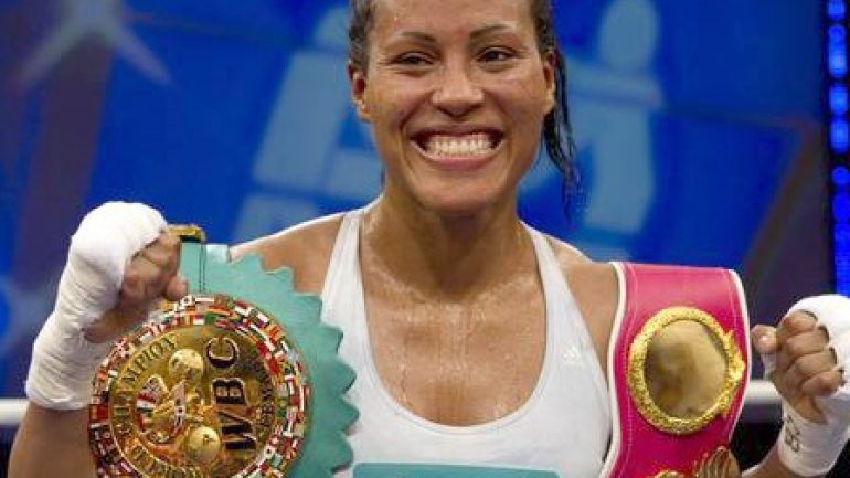 Cecilia Braekhus routs Svensson in Norway, moves to 30-0