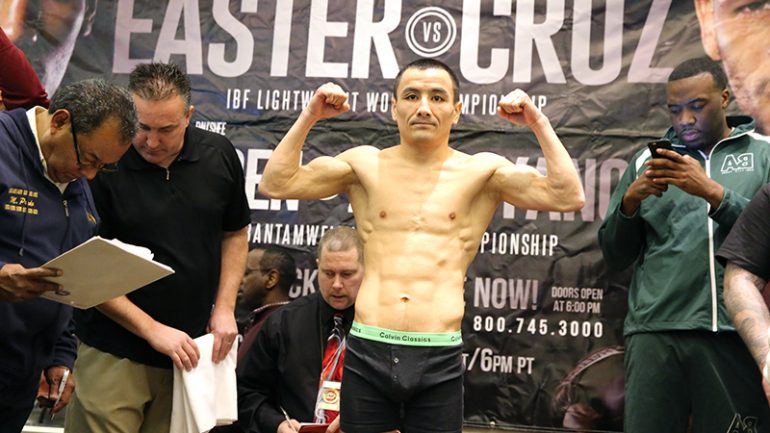 Zhakiyanov upsets Warren, Easter Jr. dominates Cruz over 12