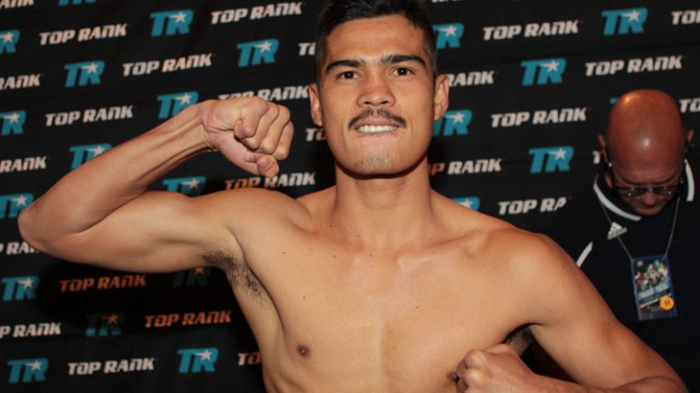 Drian Francisco pounds Mateo Handig in ring return
