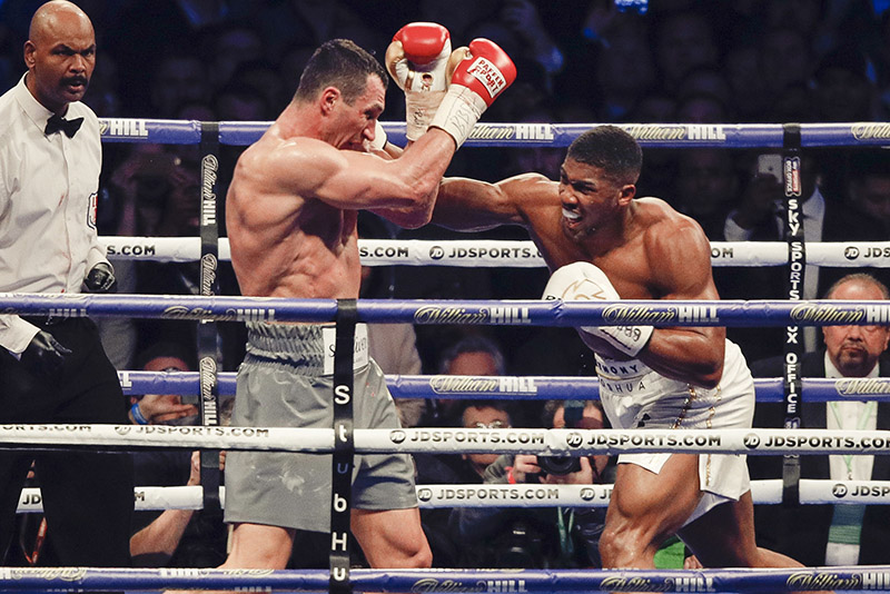Heavyweight champion Anthony Joshua (right) on the attack against Wladimir Klitschko. Photo by Esther Lin/Showtime