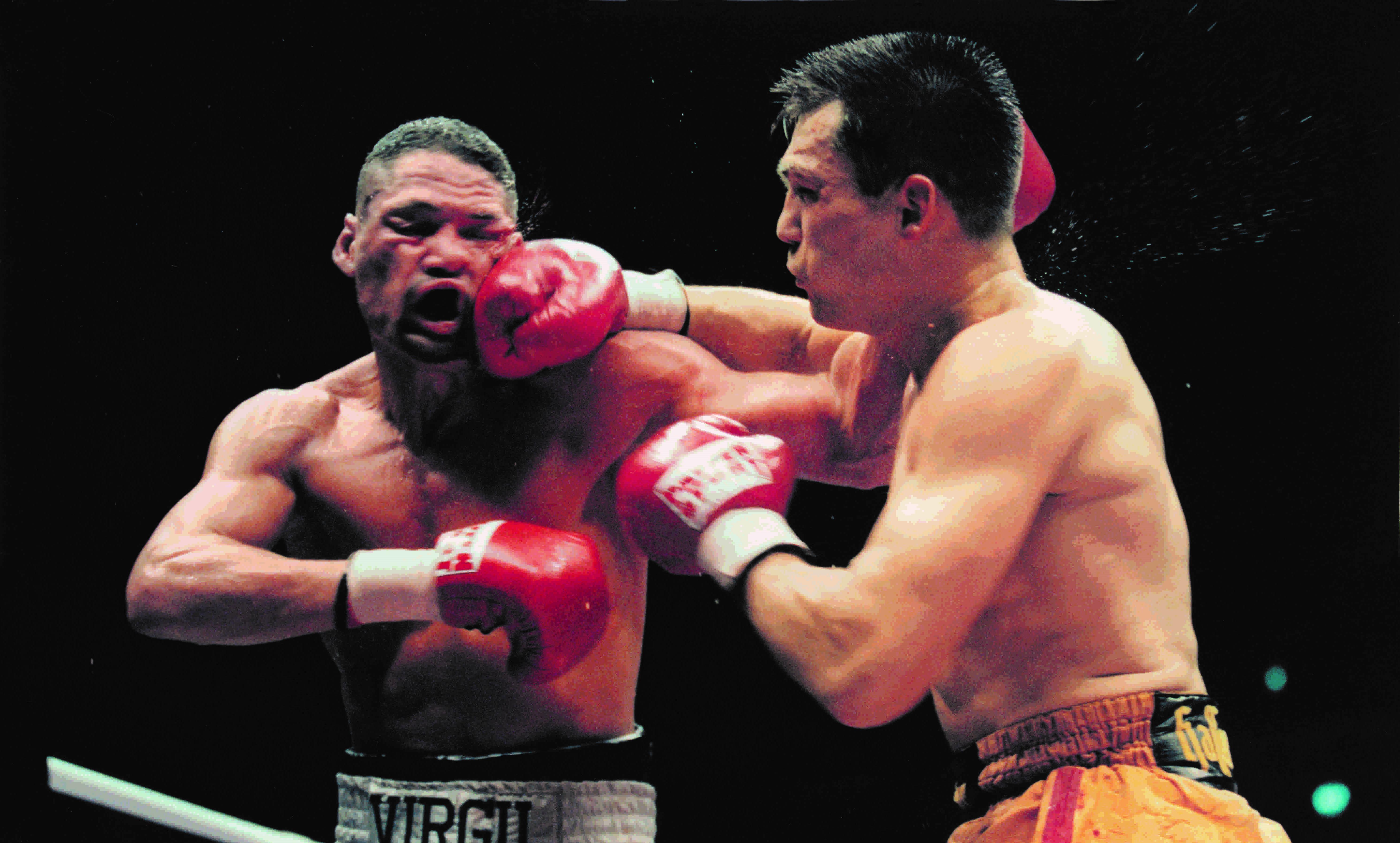 Dariusz Michalczewski (right) vs. Virgil Hill