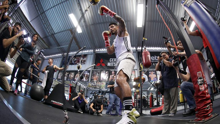 Photo gallery: Abner Mares training